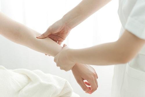 3 cách triệt lông tay cho cô nàng sử dụng 1