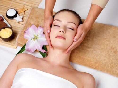 Massage thư giãn kết hợp đắp mặt nạ nằm đèn ánh sáng sinh học 4