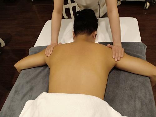 Massage điều trị đau vai gáy cổ - Cho bạn sức khỏe thịnh vượng 3