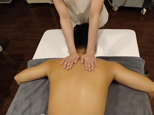 Massage điều trị đau vai gáy cổ - Cho bạn sức khỏe thịnh vượng 4